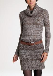 Rochie pulover cu guler sferic