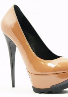 Pantofi primavara 2012: Nude