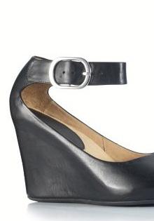 Primavara 2012: Sandale din piele intoarsa