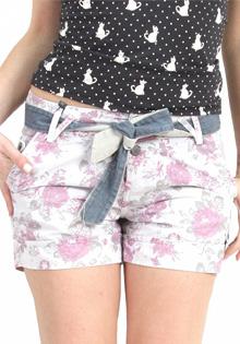Pantaloni scurti Bershka albi cu flori