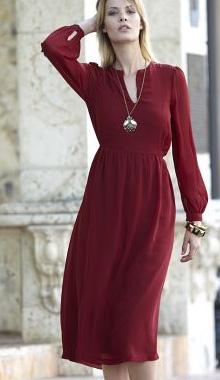 Rochie rosie cu maneci lungi
