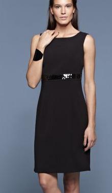 Rochie neagra eleganta fara maneci