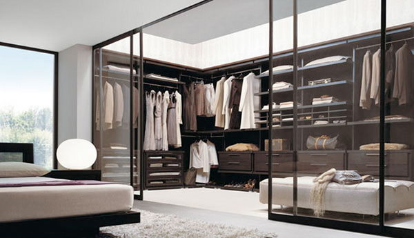 Walk-in closet superb