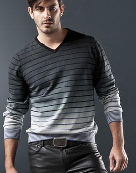 pulovere la reducere pentru barbati cu guler in v Top Studio