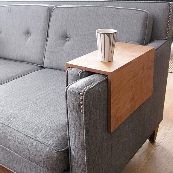 Masa pentru manerul canapelei