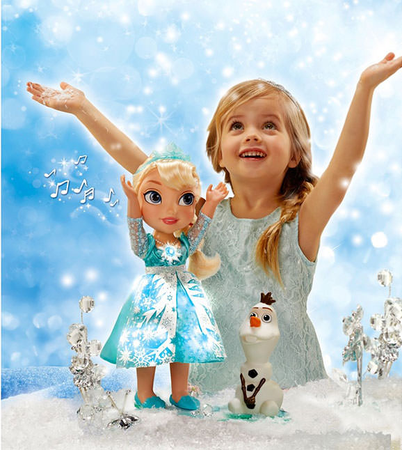 Papusa Elsa care canta Let it go in 15 limbi
