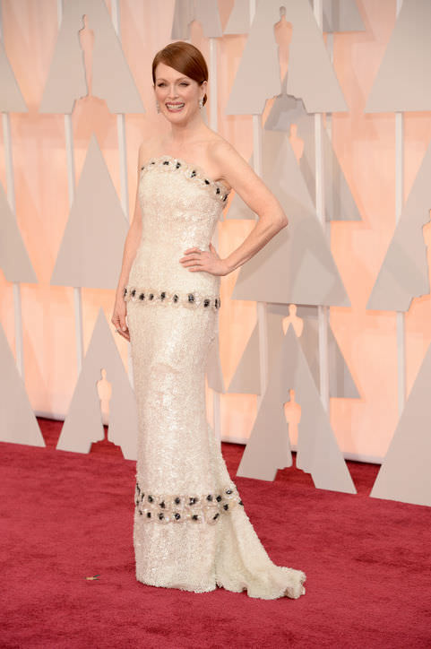 15julianne-moore-white-sequin-chanel-oscars-2015-h724