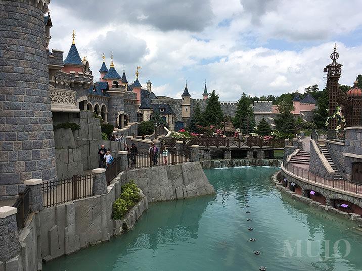 mujo-sleeping-beauty-castle