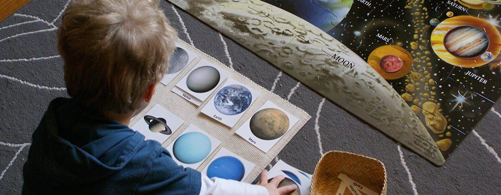 Cărți cu activități Montessori pentru copii – de unde le cumpărăm ieftin online