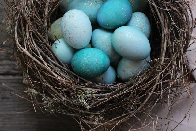 paste-oua-albastre-cu-sclipici