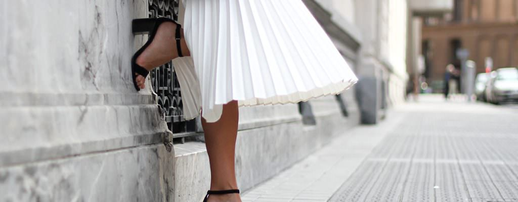 12 fuste midi cu pliuri care vor aduce vara în garderoba ta