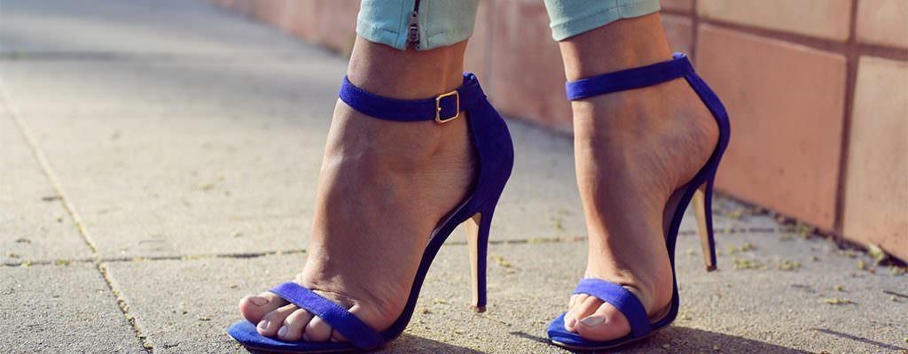 9 sandale ieftine cu tocuri înalte și baretă pe gleznă