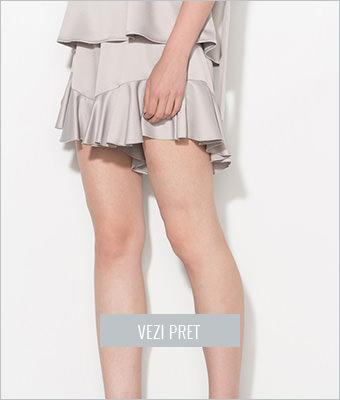 Pantaloni scurti gri cu volane Zee Lane Collection