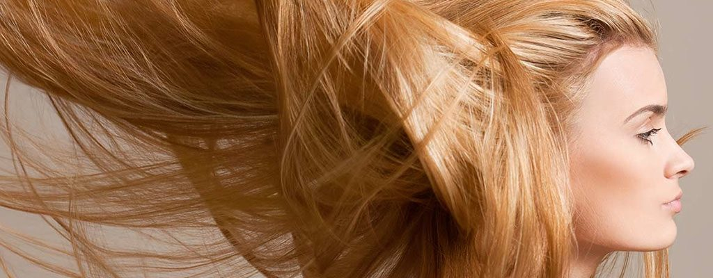 Păr care se îngrașă rapid și vârfuri uscate? Vezi cum poți remedia situația!