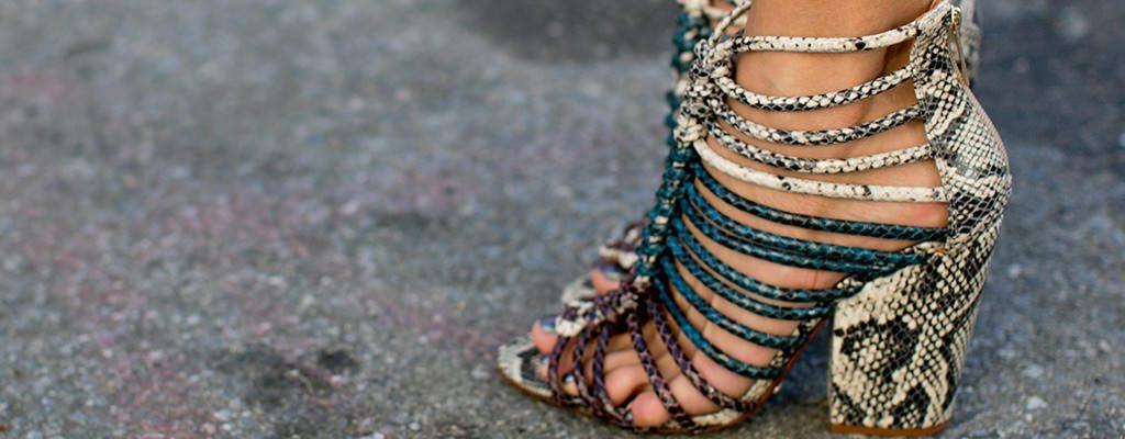 12 sandale de damă cu toc gros colorat