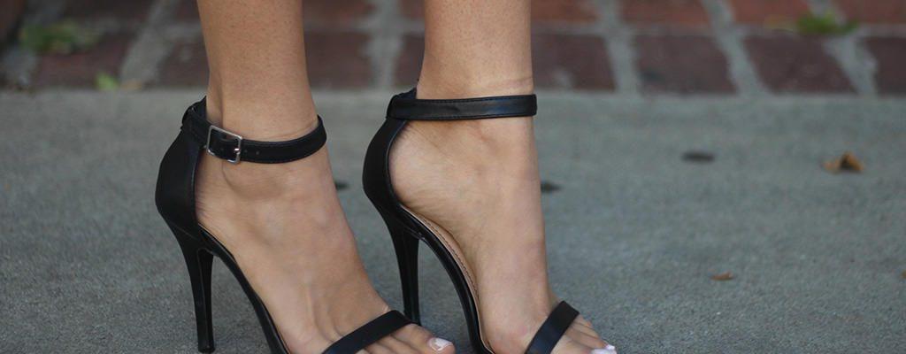 12 sandale negre de ocazie pentru nunțile verii