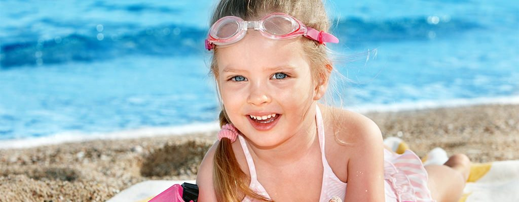 Costume de baie ieftine pentru fetițe – recomandări de la magazinele online