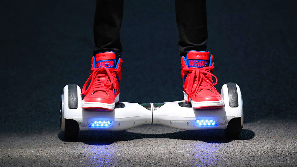 mujo-hoverboard-alb-adidasi-rosii