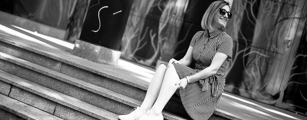 Ținuta zilei – rochie tip cămașă în dungi