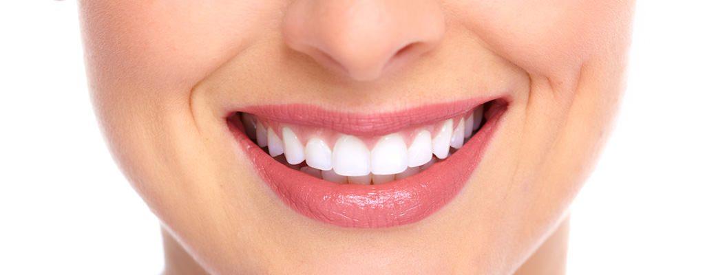 Cum să îți albești dinții în mod natural