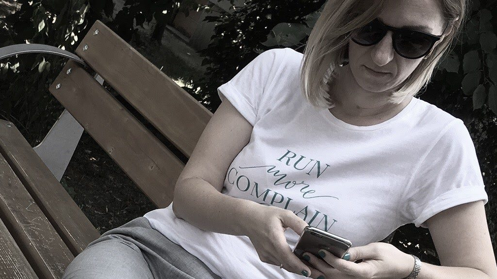 mujo-featured-tricou-alb-andreea-raicu-run-more-complain-less-1