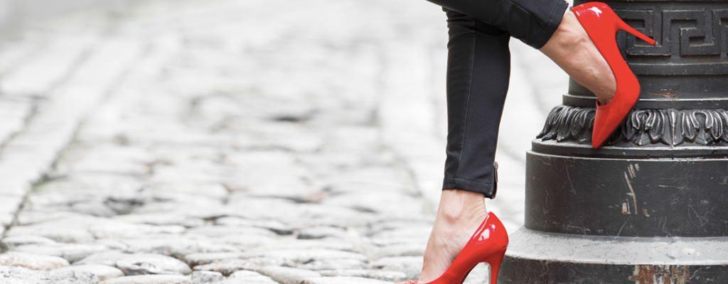 Pantofi roșii ieftini – modele în tendințe în acest sezon