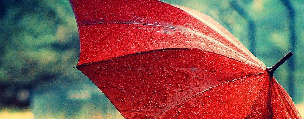 Umbrela colorată – accesoriul must-have de toamnă