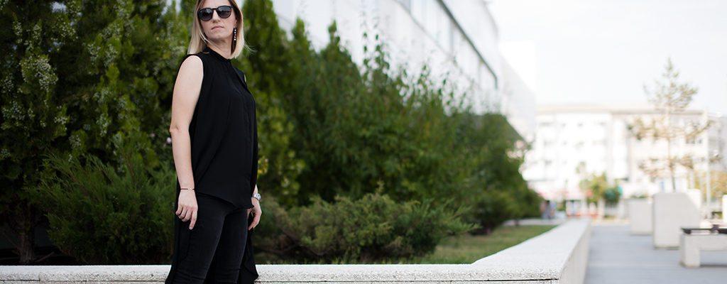 Ținuta de week-end – bluza neagră asimetrică Zee Lane