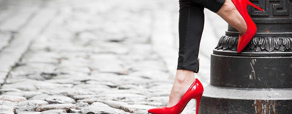 Pantofi ieftini lăcuiți de damă – 10 modele sub 120 lei