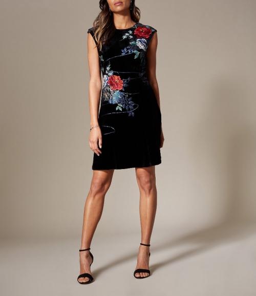 rochia-din-catifea-cu-broderie