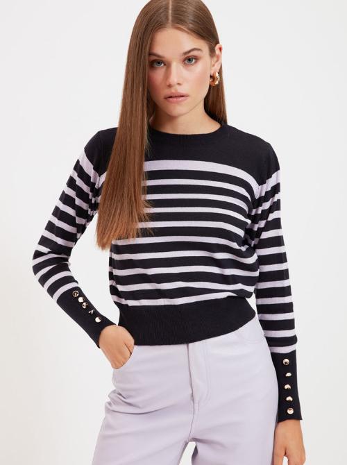 pulover cu model in dungi